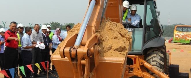 Majlis Pecah Tanah Dirasmikan oleh Presiden Perodua Datuk Aminar Rashid Salleh